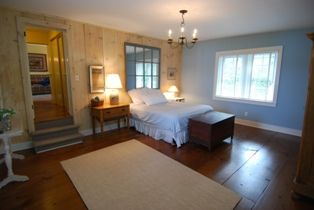 LARGE Master Bedroom Suite with Queen Bed