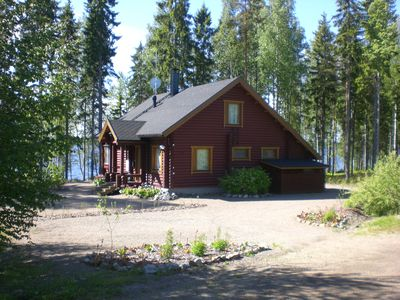 Cosy new 5 star log cabin right on the lake, Southern Finland, water and forest