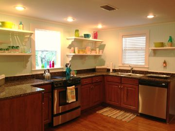 'Tutti~Frutti' Precious Cottage Kitchen! Fully Equipped.