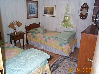 Grand Lake Stream cabin photo - Twin Bedroom