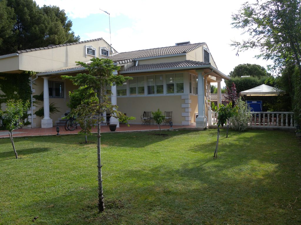House, 700 square meters, with pool