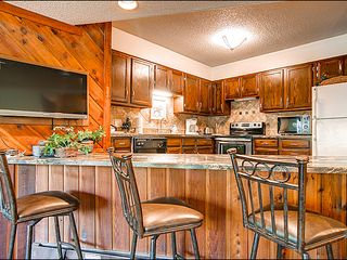 Breckenridge condo photo - Plenty of Seating at the Breakfast Bar