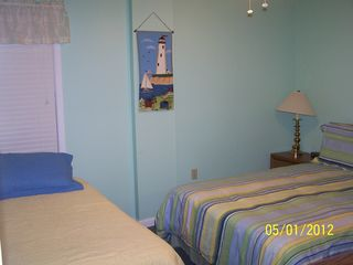 Gulf Shores condo photo - Middle Bedroom, one queen bed and one twin bed. The queen bed has a new mattress