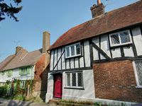 Enchanting period cottage in the heart of picturesque Robertsbridge - close to Battle, trains to London 1hr 15mins and only 12 miles to the coast at Hastings - what more could you ask for?
