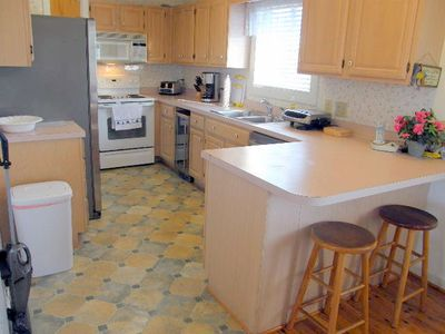 Fully Equipped Kitchen Stainless Appliances. Filtered water and Ice in door.
