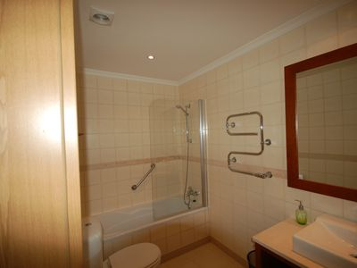 One of the fully equiped bathrooms, an-suite