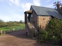 THE OLD GRANARY, luxury holiday cottage in Wormelow, Ref 4450