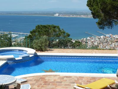 Beautiful property above Roses with fantastic panoramic and sea views