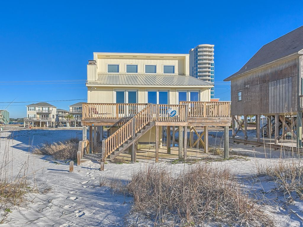 Green leaves gulf shores gulf front vacation vrbo for 3 bedroom condos in gulf shores al