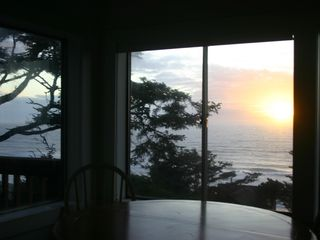 Lincoln City house photo - Stunning Sunsets Everyday - Dine watching Sunsets