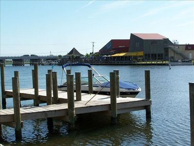 Pier and 30 ft boat dock (boat not included!!) Harpoon Hanna's across canal