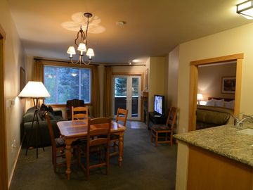 Mammoth Lakes condo rental - 2BR/2BA King, 2 twin beds, queen sleeper