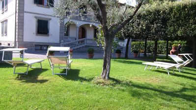 In the heart of Tuscany, between Florence / Pisa. One floor, private garden around