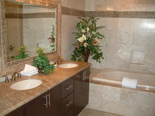 Puerto Penasco condo photo - Luxury bathrooms with full travertine tile