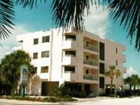 Indian Rocks Beach: Beach side, Large 2/2, Free Internet, Credit Cards Accepted!