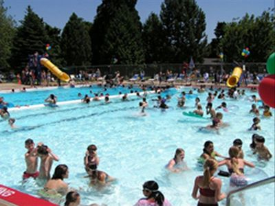 The nearby Montavilla Community Center offers a public pool during the summer.