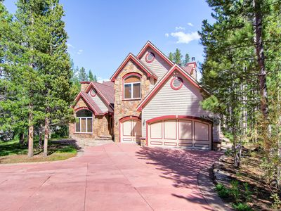 Located on Peak 8 only 100 yards from the free shuttle stop, this home offers close proximity to skiing, hiking, downtown, and everything you love about Breckenridge.