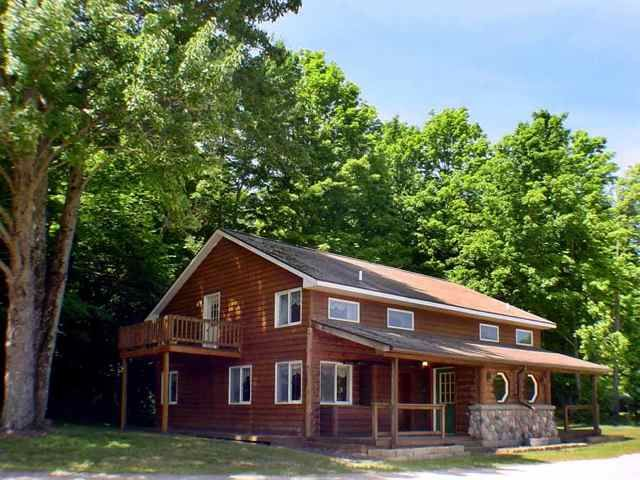 A northern michigan vacation paradise homeaway for Crystal mountain cabin rentals