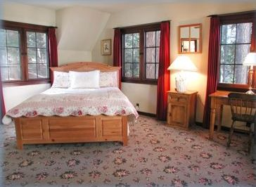Both Carriage House Jr suites have a queen bed, queen sofabed & private 3/4 bath