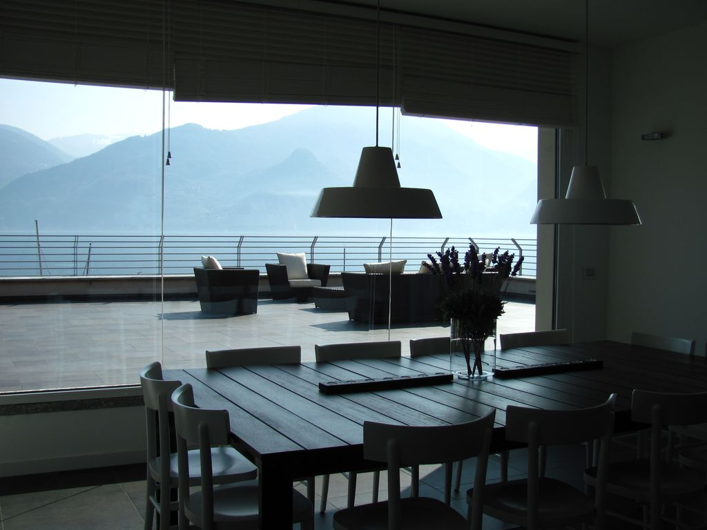 Luxury house, 700 square meters, close to the beach