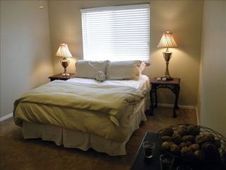 Manitou Springs townhome photo - Big Bedroom, walk in closet, down comforter, lots of pillows, private! Queen bed