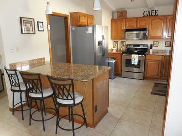 Fountain Hills townhome rental - New stainless kitchen, Breakfast Bar for 3 & Formal dining for 6