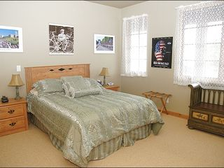Big Sky townhome photo - Bedroom 2- Queen