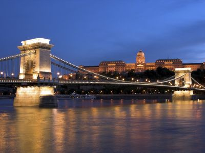 Budapest apartment rental - Budapest chain bridge and royal palace