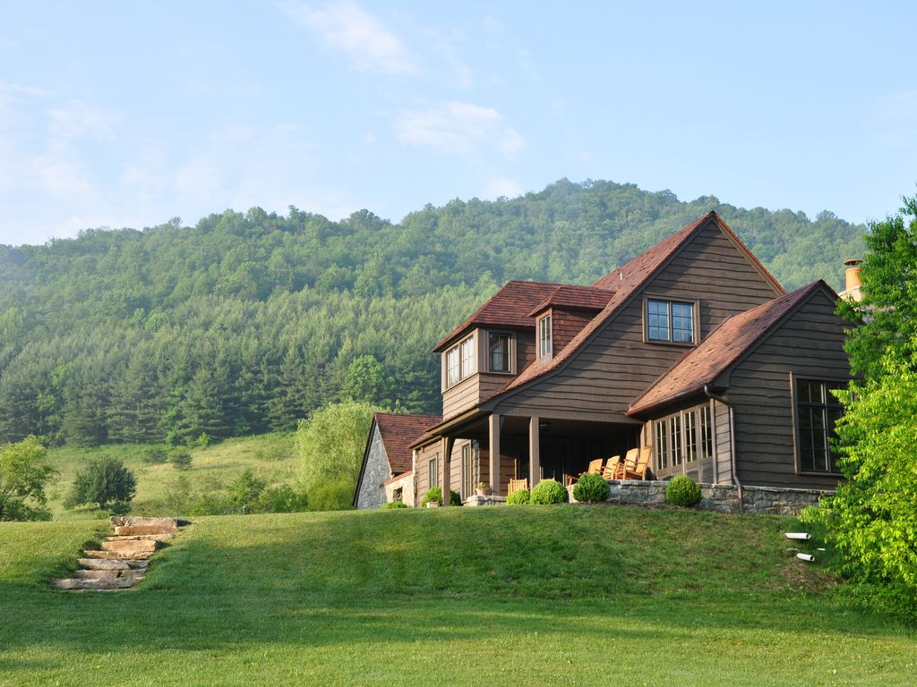 Luxury cottage riverfront fly fishing vrbo for Cottage in the mountains