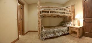 Silverthorne townhome photo - Bedroom 2 - bunk with a full size on bottom and a twin up top. Flat screen tv