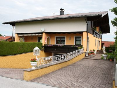 Spacious property with large kitchen diner. Not far from the lake.