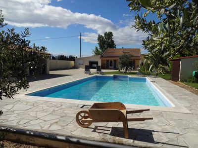 Villa with pool in the countryside Arlesienne