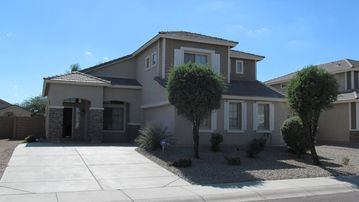 Queen Creek house rental - Casa Sol, a spacious 3 bedroom with vaulted ceilings, loft and heated pool.