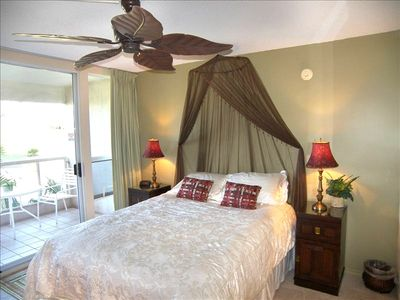 Wailea condo rental - Comfortable Queen bed with high quality linens unit T204