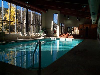 The pool, sauna and Jacuzzi at Ski Run.