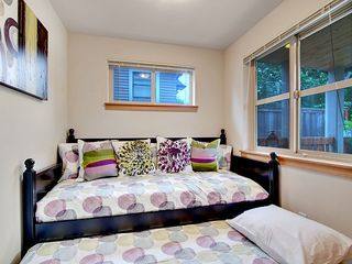Seattle townhome photo - Bonus Room - Twin Daybed w/ Trundle. Must leave door open when trundle is out.
