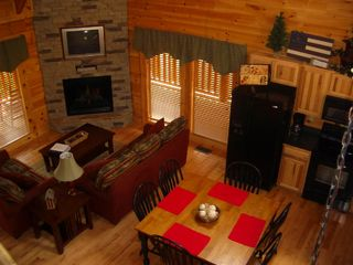 Pigeon Forge cabin photo - 2-Story Ceilings 150 Channels via DirecTV Queen-Sized Pull-Out Couch