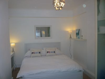 South Kensington apartment rental - Bedroom king size bed