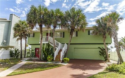 Welcome to Stairway to Heaven - Fall in love with Stairway to Heaven, our big 2-story house beachfront in Palm Coast, Florida. With 2 separate living areas (one upstairs, the other down), it's ideal for your big group, multiple families, or anyone wh