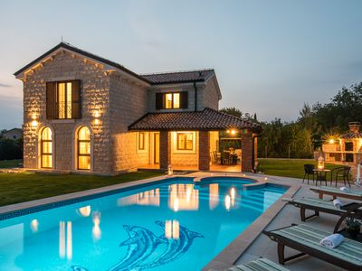 New Villa 5 *, spa pool with you, 55 m2 outdoor swimming pool with Jacuzzi, Playground