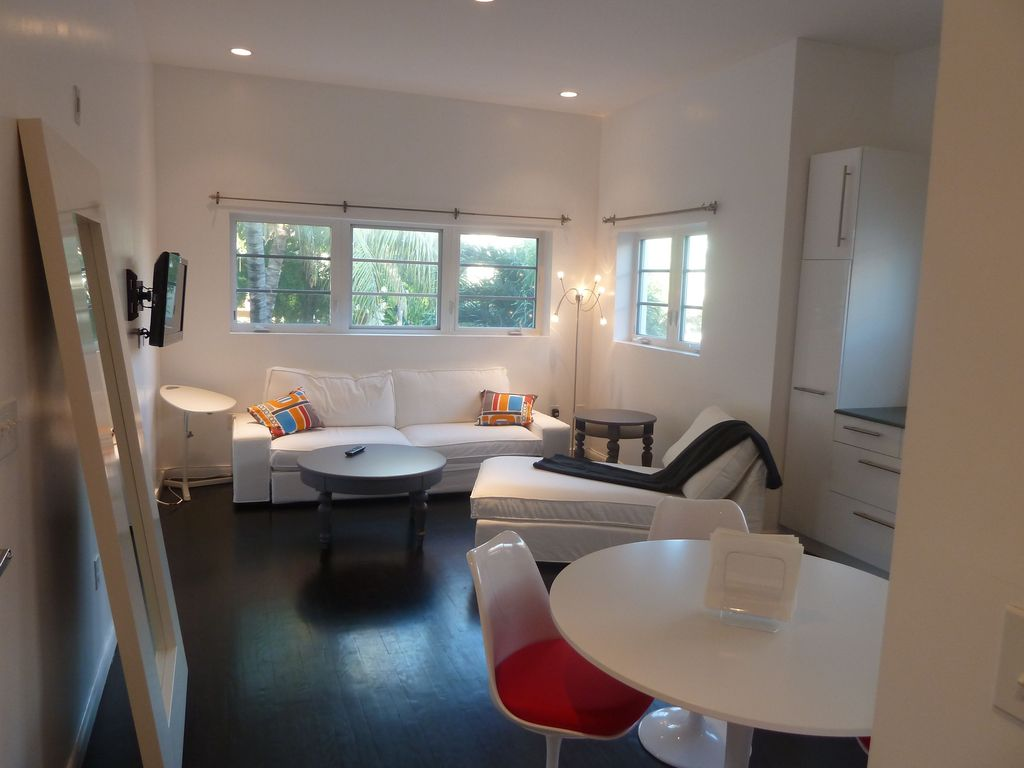 South beach vacation rentals apartment rentals homeaway for Living room with 10 foot ceiling