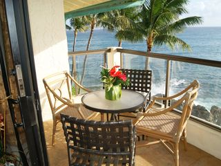 Poipu condo photo - Table and seating for 4 persons on the oversized Lanai.