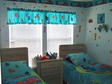 Nemo Room With 2 Single Beds With A TV/VCR And A PlayStation2 Ceiling Fan