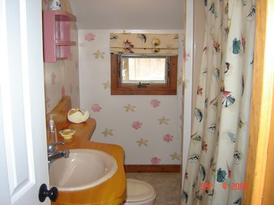 Newfound Lake cottage rental - Full bathroom