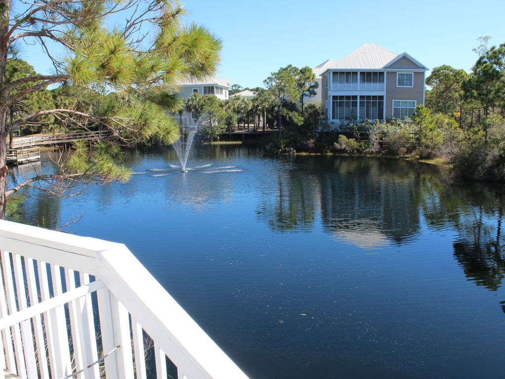 Gulfview / 2 Br/2.5 Bath / 2 Min. To Beach/ Dog Friendly