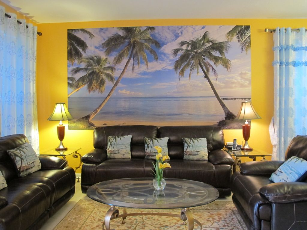 June 30 to july 4 special newly beautifully homeaway for Blue themed living room ideas