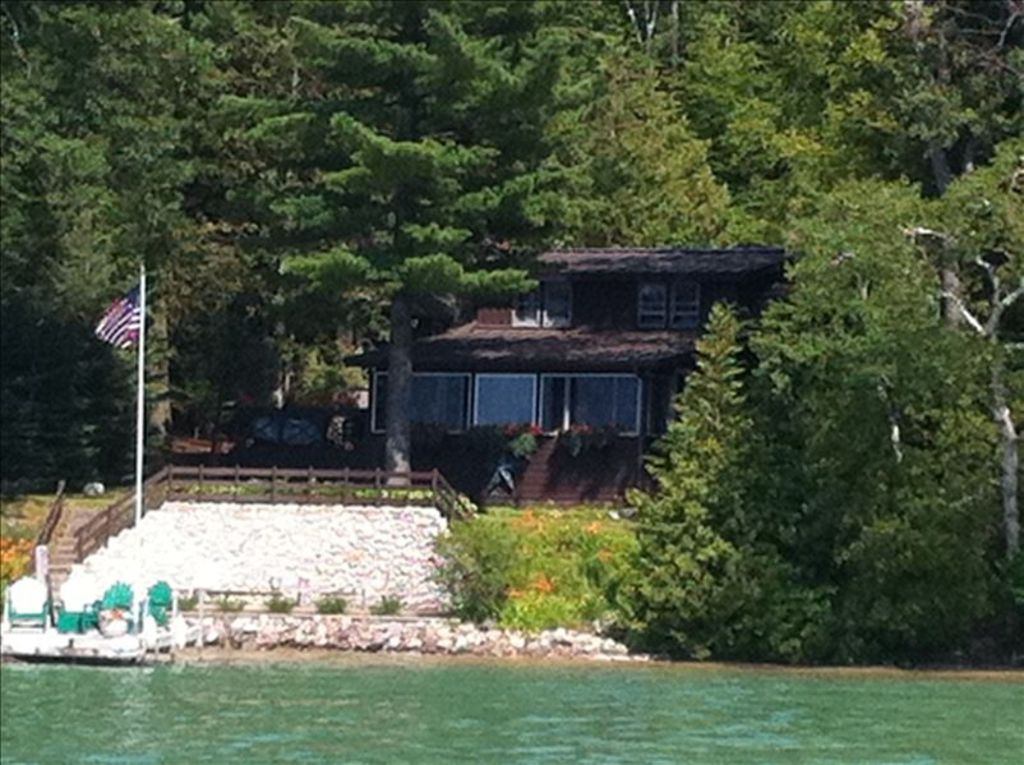 Black Bear Lodge On West Arm Of Walloon Lake Vrbo