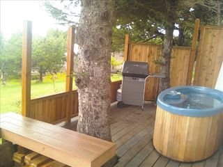 Lincoln City cottage photo - Hot tub for two.