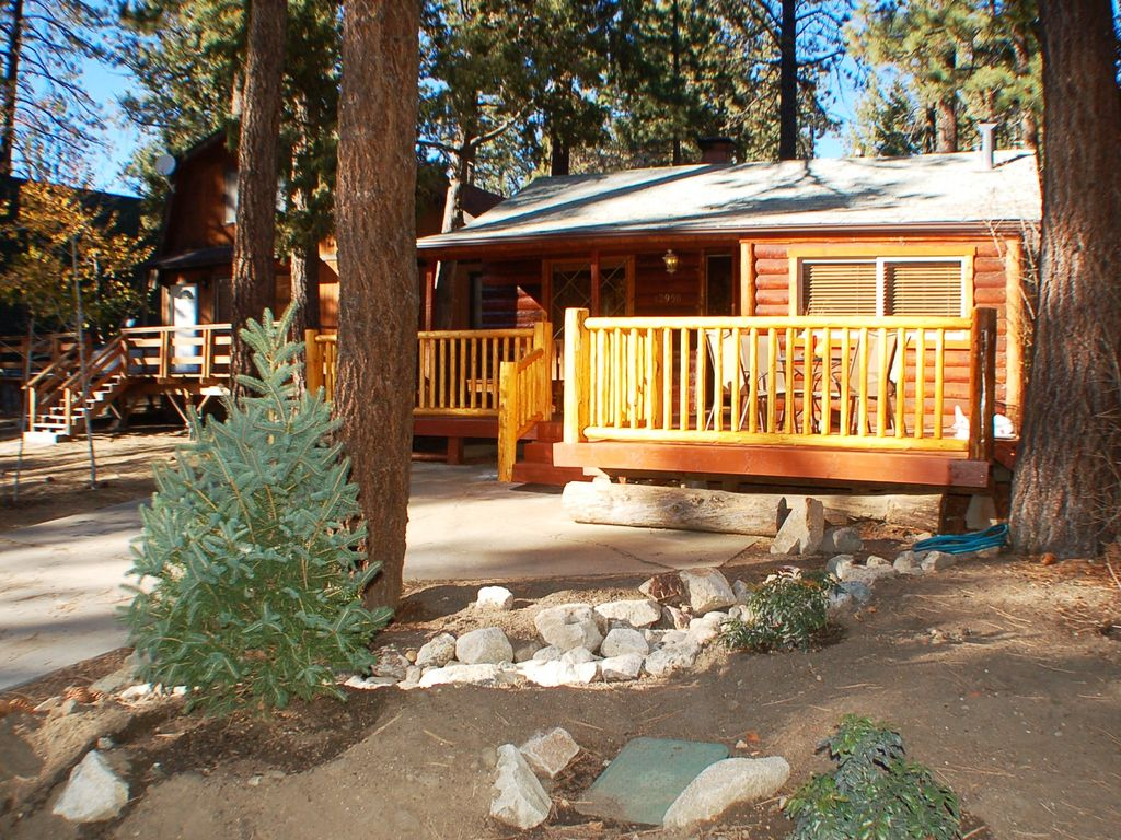 39 little bear 39 romantic cozy log cabin close vrbo for Romantic big bear cabins