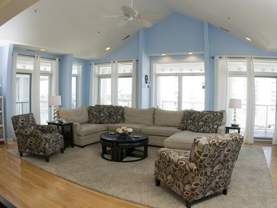 Feel at Home on Vacation - Huge 2800-SqFt Condo on 87th St!